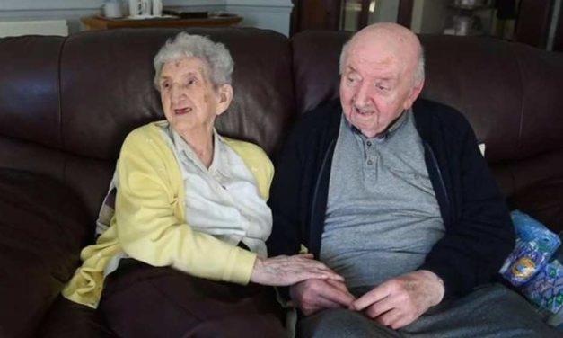 Madre de 98 años se muda a asilo para cuidar a su hijo de 80