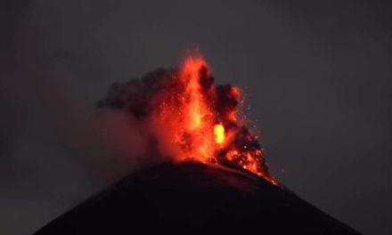 Sorprendentes imágenes de la erupción del volcán Reventador